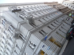 Wien, 1. Bezirk (l'arte delle facciate di Vienna) - Rudolfsplatz (Josef Lex (El buen soldado Švejk)) Tags: rudolfsplatz anglesanglesangles