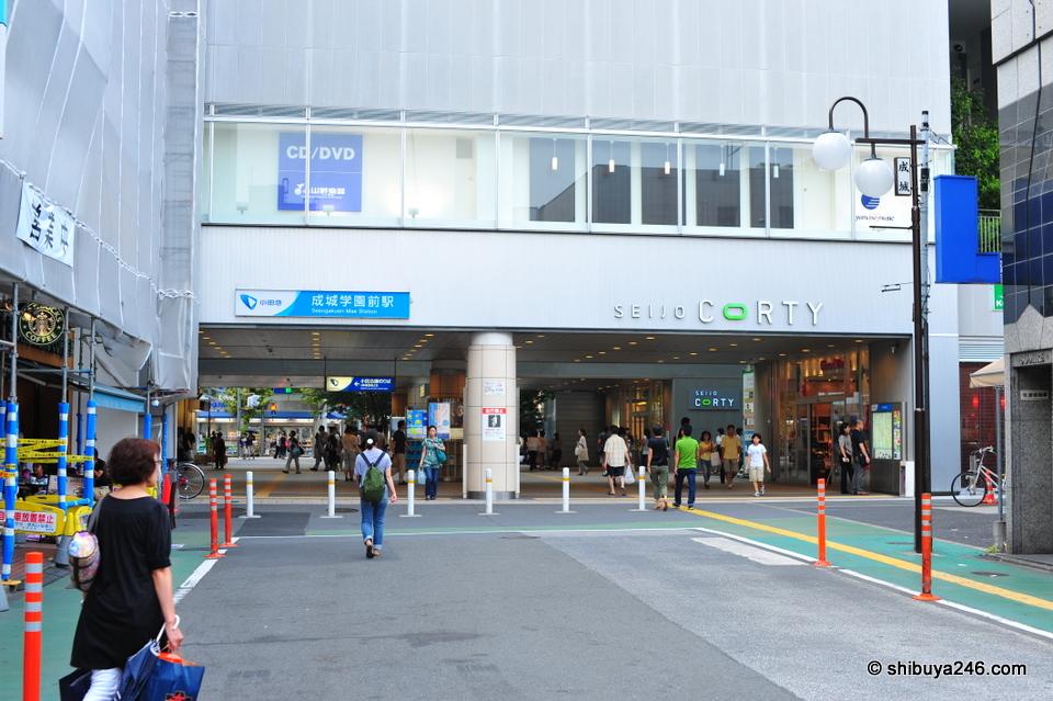 Seijogakuenmae station building