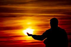 (Ainaruela) Tags: sunset portrait sun sol contraluz atardecer nikon retrato silueta tamron ocaso 70300 d60