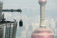 Bye-bye window cleaners (5ERG10) Tags: world china morning light red sky mist tower window broadcast sergio fog floors observation restaurant daylight tv high globe nikon asia day torre shanghai bright zoom crane centre cleaners jin vertigo wave grand august spire deck telephoto sphere mao hyatt daytime pearl   moment oriental nikkor pudong heights waving financial grandhyatt jinmao antenna cina pinnacle storeys cradle 2010 revolving huangpu d300   lujiazui carrucola swfc 18200mm worldfinancialcentre  amiti mngzht 5erg10 dngfng jianghuancheng