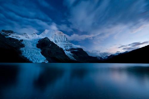 [フリー画像] 自然・風景, 湖・池, 山, ブルー, カナダ, 201009190700