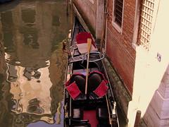 Venezia: riflessi (Rossella De Amici) Tags: venice light sea italy reflections italia gondola acqua venezia riflessi luce