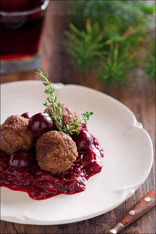Meat balls with cherries