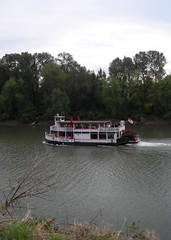 A tiny diesel-powered sternwheeler runs up the Willamette