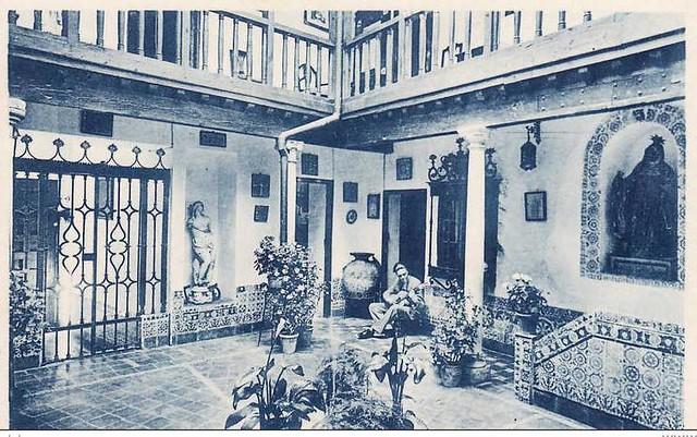 Patio de la Casa Ochoa en la Plaza de San Agustín a inicios del siglo XX
