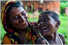 An everlasting smile [..Narayanganj, Bangladesh..] (Catch the dream) Tags: family smile look gum parents eyecontact child teeth cleaners mother son relationship laughter closeness bangladesh smilingeyes natives uninhibited vivacity shonargaon lowercast gettyimagesbangladeshq2