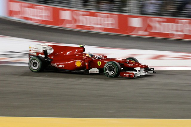Fernando Alonso Races @ Singapore F1
