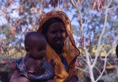 maternità (marco prete) Tags: africa face child mother mum mamma viso somalia somaliland figlio maternità infanzia jalalaqsi
