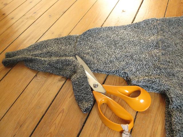 DIY sweater skirt refashion tutorial by Ainokainen 02
