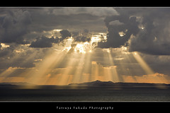 Amazing Light (Fukuda.) Tags: light japan clouds canon eos niceshot fukuoka fiatlux coolshot aplusphoto flickrbronzeaward heartawards flckrhearts shiningstar peaceawards spiritofphotography beautifulshot artofimages gettyimagesartistpicks mygearandme1