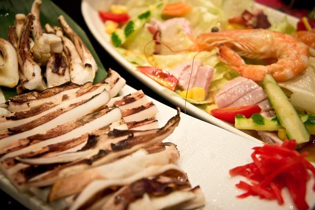 魷魚一夜干 + 海鮮沙拉 (推薦)