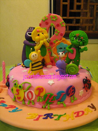 Barney and friend theme cake