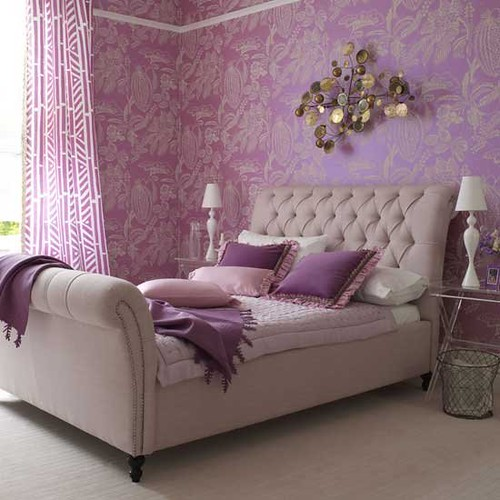 homesandgardens-bedroom-wallpaper