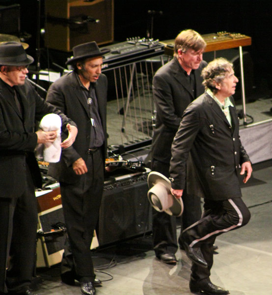 Bob Dylan and his band take a bow, Gainesville, Florida