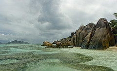 Núvols sobre La Digue / Clouds above La Digue (SBA73) Tags: ocean trip sea panorama costa mer storm beach water clouds strand landscape island coast mar mas agua holidays rocks paradise day view cloudy turquoise unique indian pictured playa paisaje boulder boulders most nubes granite tropical seychelles mes indic adds impressive aigua rocas platja nuvols roques tempesta paisatge ladigue praslin turquesa peligroso granito ansesourcedargent granet supershot sourcedargent mywinners abigfave anawesomeshot fotografiada mygearandmepremium mygearandmebronze mygearandmesilver mygearandmegold mygearandmeplatinum