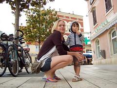 In Pore (oksidor) Tags: street girl daughter mother croatia hood istria hrvatska pore parenzo