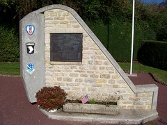 monument currahee - beuzeville au plain (manche, Normandie) (anatoliv73) Tags: france europe day brothers d au wwii band second normandie guerre plain normandy airbourne mondiale currahee beuzeville