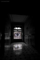 witness (Cani Mancebo) Tags: españa color eye blanco architecture canon ojo town hall spain arquitectura negro edificio murcia cartagena composición unai canoneos400d canimancebo