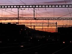 Lines In Pink (AincaArt) Tags: switzerland bahnhof railwaystation dämmerung transition powerpole gloaming berneroberland berneseoberland stromleitung mungga canonixus80is überleitung linesinpink aincaart