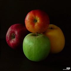 An apple a day keeps the doctor away... I take 4!! (Osvaldo_Zoom) Tags: italy stilllife apple nikon sicily mele mela d80 anappleadaykeepsthedoctoraway itake4apples neurologicalrehabilitation