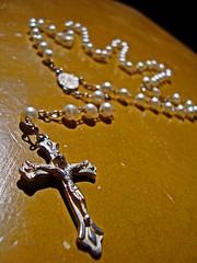 Junto.4 (lucas mdrs.) Tags: light luz hand faith main sombra shade foi third mão fé terço troisième miombre