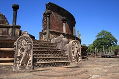 - Polonnaruwa, le Vatadage - (dcem) Tags: paysage polonnaruwa vatadage 400d canonefs1855mm3556