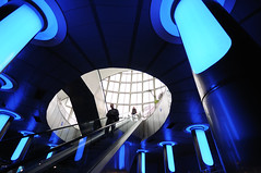 spaceship boarding (Toni_V) Tags: blue abstract valencia architecture aquarium spain escalator espana boarding spanien 2010 oceanografic d300 sigma1020mm dsc5650 flickraward 101030 platinumheartaward toniv