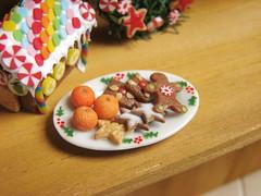 Minaiture Food - Christmas 2010 - Cookie Plate (PetitPlat - Stephanie Kilgast) Tags: christmas xmas orange house warm cookie sweet handmade gingerbread noel polymerclay fimo biscuit minifood clementine 112 minis dollhouse dollshouse oneinchscale petitplat minaiturefood minaituren
