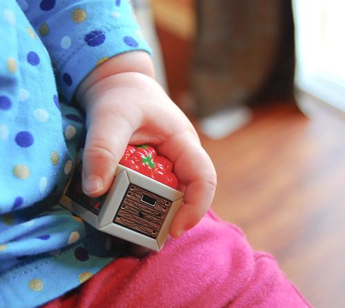 ...A las manos de la bebé