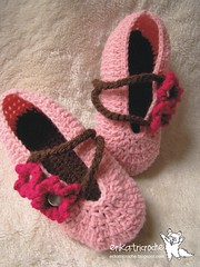 Sapatilha Slippers baby (erika.tricroche) Tags: pink ballet baby flores crochet artesanato rosa craft bebe inverno tutorial pap pantufa presente croche sapatilha babyslippers passoapasso tuttifruttigirl erikatricroche