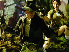 Indiana Jones vs Lara Croft (1/6th shooter) Tags: harrisonford laracroft actionfigures tombraider indianajones capcom georgelucas raidersofthelostark crystalskull templeofdoom sideshowtoys onesixth