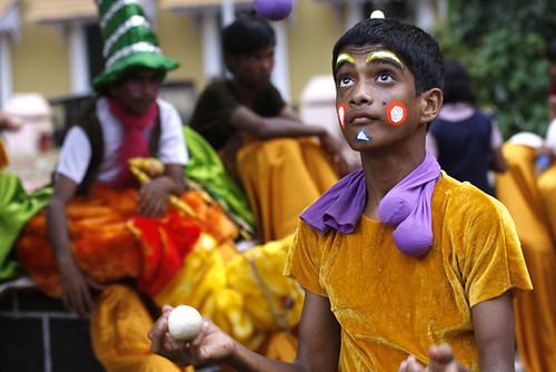 Giocoliere in azione Parata Panjim