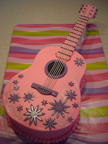 Daylee's pink guitar cake