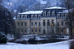 Cold (:Linda:) Tags: snow building texture architecture germany town pond thuringia palais gaupe englishgarden meiningen gaube schiefer mansardroof mansarddach mansardendach dachgaupe dachgaube risalit frenchroof curbroof kragdach curbedroof