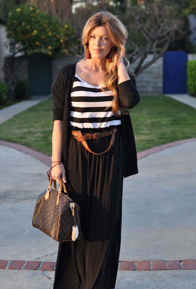 long black maxi skirt with black and white striped top and a long cardigan, diy tassel earrings, long blonde waved hair, hair with dark roots, boyfriend belt, wooden wedges, DSC_0074