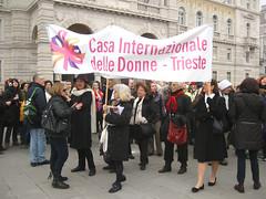 Lo striscione della Casa Internazionale delle Donne