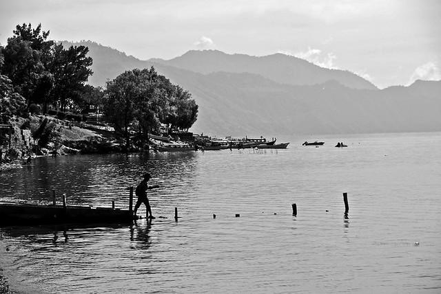 Pescando en Atitlán