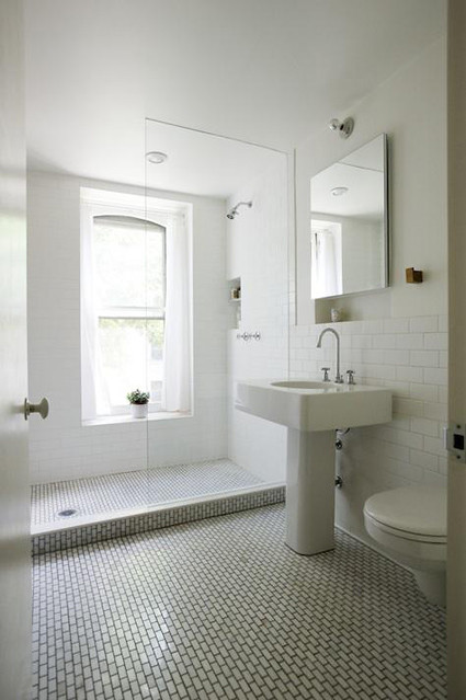 021311remodelista_elizabeth-roberts-tiled-bath