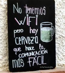 Comunicación...en un bar de Málaga. (lameato feliz) Tags: anuncio frase málaga wifi cerveza
