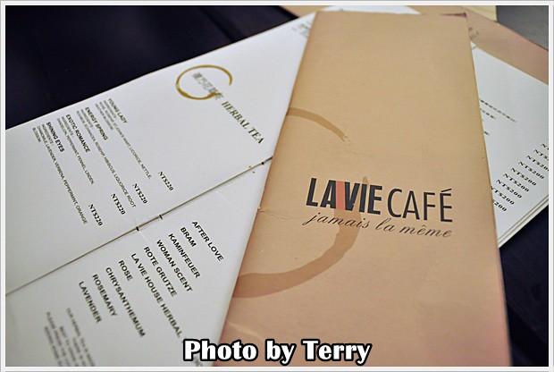 LA VIE CAFE