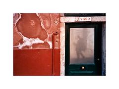 Lagunenstadt (Lilith.) Tags: door venice colour analog sommer number expired venedig spiegelung tür bunt summerinthecity nummer 2490