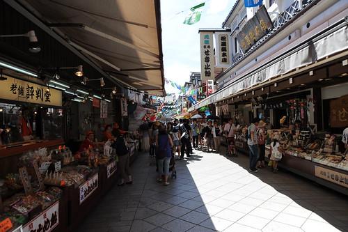 stores in front of Kawasaki Daishi