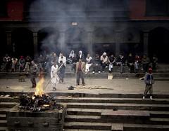 Pashupatinath (Nepal) (nepalbaba) Tags: nepal shiva hindu 2007 pashupatinath bagmati abigfave platinumphoto concordians earthasia cremazioni allegrisinasceosidiventa 4tographie gigilivornosfriends renatatmexnepalbaba