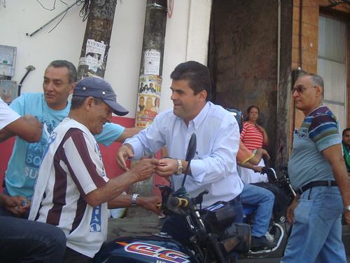 Washington Reis visita a Rocinha e é recebido pelo líder comunitário Waldemar do Gás