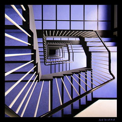 checkerboard (sediama (break)) Tags: blue white black stairs germany noir pentax hannover bleu treppe explore staircase blau blanc schwarz bannister escaliers treppenhaus gelnder weis schachbrettmuster mywinners abigfave k20d sediama checkerboardpattern bigp0699