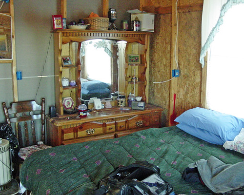 Hillbilly Hill - Cabin Bedroom
