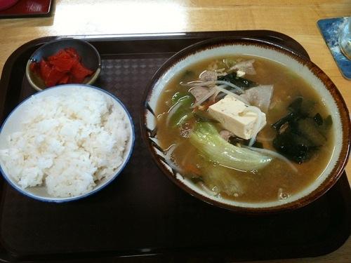沖縄で「みそ汁」を注文すると、この定食が出てくる。