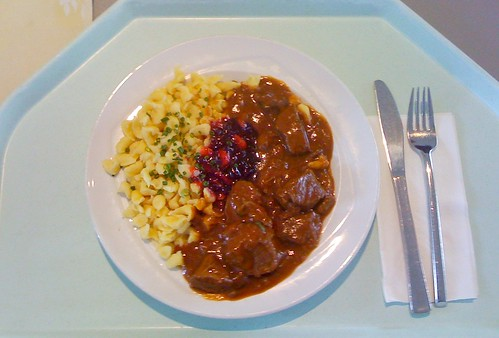 Hirschgulasch mit Preiselbeere / Deer goulash with cowberries