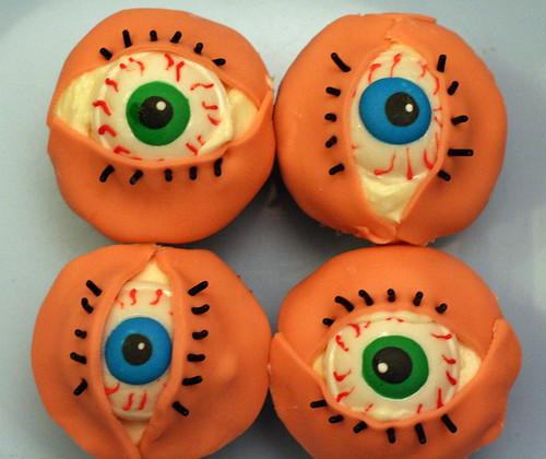 eye cupcakes!