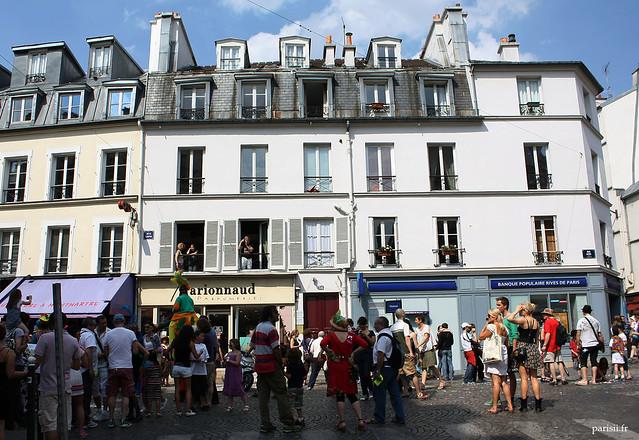 Les rues de Montmartre en pleine Vachalcade